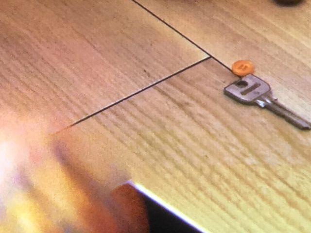 木箱の中に菜奈のボタンが!?