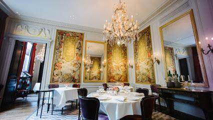 「9 place des Vosges, 75004 Paris, France L'AMBROISIE(ランブロワジー) PARIS」の画像検索結果