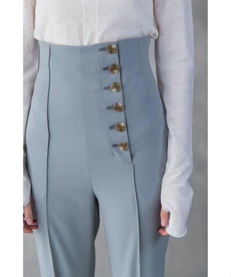 まだ結婚できない男吉田羊の衣装(服)ジャケットやアクセサリーのピアスやネックレスを紹介