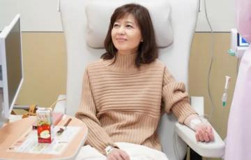 アライブ石野真子の爪の黒ずみやメイクがリアル!抗がん剤副作用も女優魂で演出がすごい